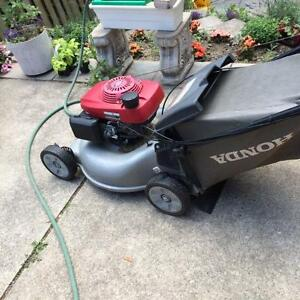 HONDA LAWN MOWER + EXCELLENT CONDITION