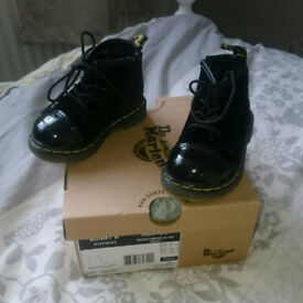 DR MARTENS Toddlers Black Velvet Bunny Boots Size 4 New with Box Will Post