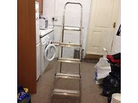 LIGHTWEIGHT 5 STEP LADDER WITH HANDRAIL AND WIDE TOP STEP