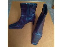 LADIES BROWN LEATHER ANKLE BOOT - SIZE 40