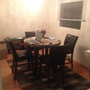 LOOKING FOR  ROOM MATE (THIS WEEKEND OR FEB 1ST