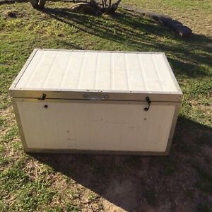 Large ice box / Eskey Waterford Logan Area Preview