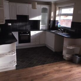 3 BEDROOM HOUSE FOR RENT EASTERSIDE £130 P/W AVAILABLE NOW