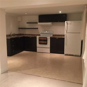 Newly Renovated 2 Bdrm Suite - Yonge & Davis (*Pet Friendly*)