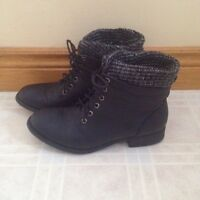Girls- Women's Fasion Boots, brand new condition, Size 8