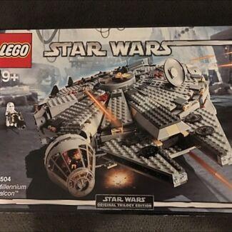 Lego 4504- Millennium Falcon - 2004 version - *Rare*