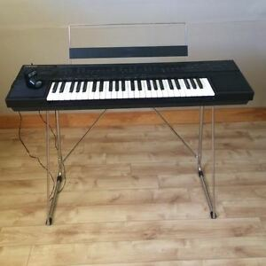 Yamaha PSR-60 Keyboard with stand