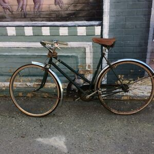 VINTAGE LADY'S BIKE - BY VISCOUNT ENGLAND