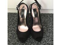 DP Plateau sandals in black