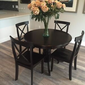 "42"" Round Dinning Table"