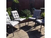 garden chairs and table 4 chairs in new condition