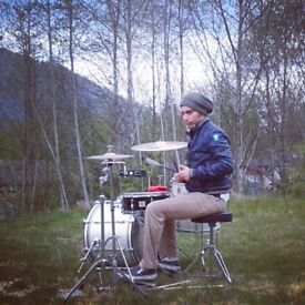 DRUMMER LOOKING for a GUITARIST