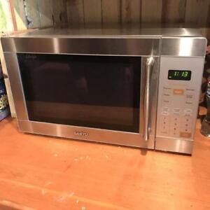 Sanyo  Stainless Microwave