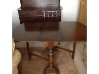 Dining table & 4 chairs in good condition
