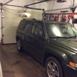 Selling my Jeep 2008 Jeep Patriot 5 Speed Manual !!