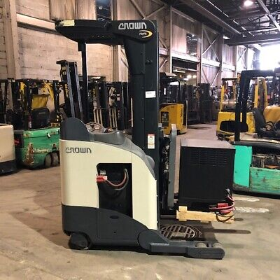 2008 Crown Rr5210-40 - 4000lbs Reach Truck Used Forklift - Triple Mast Low Hours