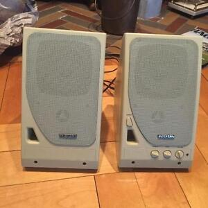 COMPUTER STEREO SPEAKERS