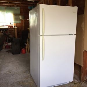 Fridge, Frigidaire, like new, 18 cubic feet