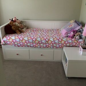 Ikea trundle bed with mattress