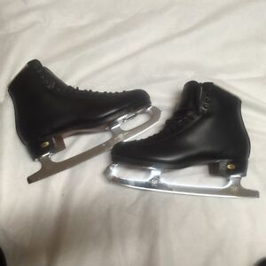 REDUCED to SELL : MENS/BOYS RIEDELL SKATES