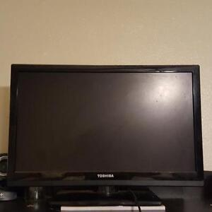 22 INCH FLAT SCREEN TOSHIBA IN GREAT CONDITION