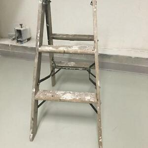 SOLID WOODEN 3 FOOT STEP LADDER