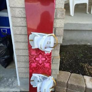 Women's or youth atomic snowboard