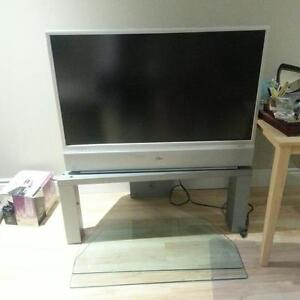 Zenith 44 Inch LCD TV 2004 & STAND WITH GLASS SHELVES