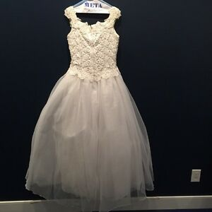 Off White Wedding Dress, one piece West Island Greater Montréal image 2