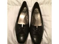 black shoe never worn low flat square heel size 6 excellent brand Van Dal
