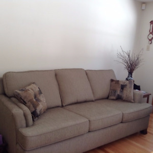couch for sale, like new