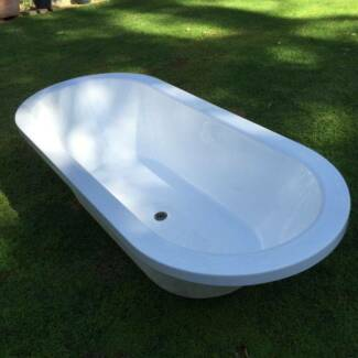Bath. Acrylic 1700mm inset bath. Roleystone Armadale Area Preview