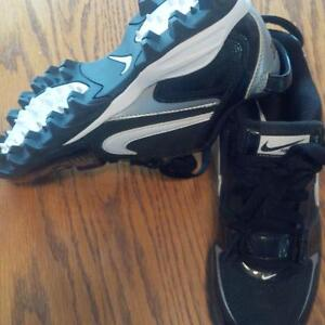 Nike Boys Cleats size 5