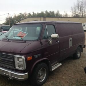 1990 GM VAN WITH INTERIOR COMPLETE