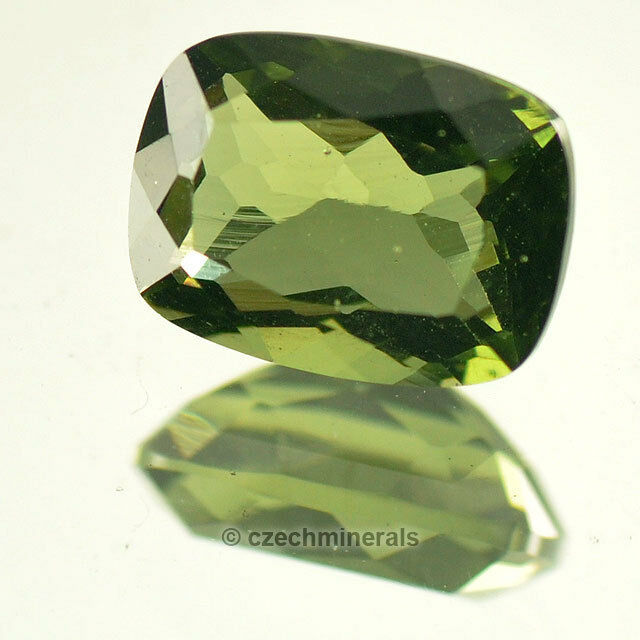 1.13cts rectangle 6x8mm moldavite faceted cutted gem BRUS671