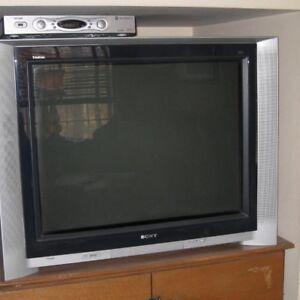 Television Sony Trinitron XBR! FREE!!