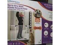 Dreambaby Liberty Xtra Hallway Security Gate. Brand new and unopened. 99-108cm