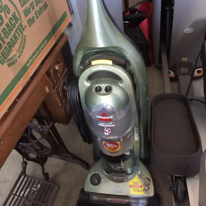 Bissell bagless vacuum cleaner