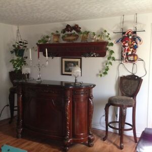 MAHOGANY & MARBLE TOP BAR WITH 2 CHAIRS
