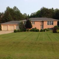 RAISED BUNGALOW Minutes from Barrie OPEN HOUSE Aug 9