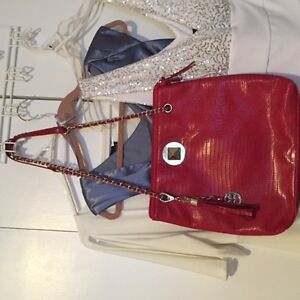 red croc embossed bag with adjustable length chain strap