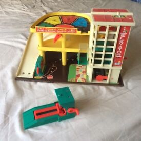 FISHER PRICE GARAGE - RARE FROM THE EARLY 1970's (WITH EXTRA MECHANIC'S RAMP).