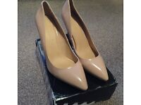 Ladies High Heel Shoes size 8 (brand new in the box)