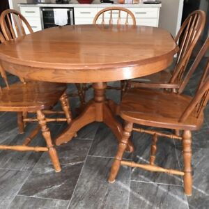Oak dining table, 6 chairs, Hutch