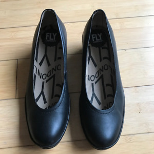 FLY London mid wedge pump size 38