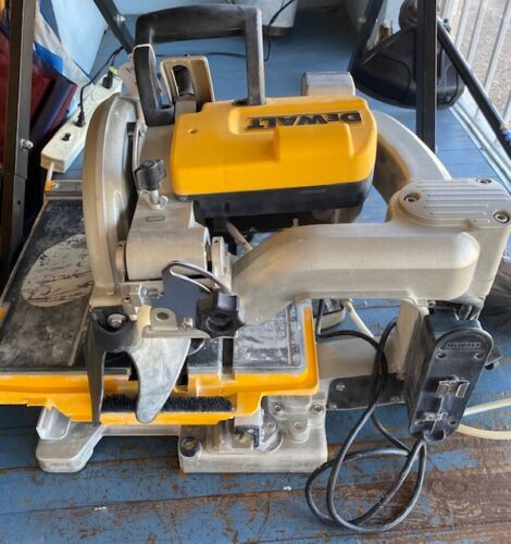 """Dewalt D24000 10"""" Wet Tile Saw with D24001 Stand(LOCAL PICKUP ONLY)"""