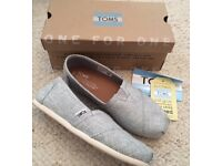 Toms Women's Classic Slip On Shoes in Drizzle Grey Metallic - Size 5 - Boxed, Worn Once