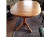 TABLE Extending pine twin pedestal dining table, seats 6-12