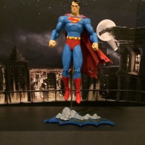 SUPERMAN ( POISONED VARIANT ) HUSH FIGURE BY JIM LEE