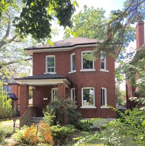 Spacious 3 Bed 2.5 Bath House in the Kingsway, Etobicoke